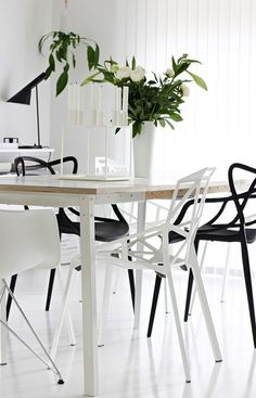 Mix and match of chairs for a design interior with one magis chairs, masters chair and the AJ lamp of Arne Jacobsen. Dining Room Inspiration, Interior Design Inspiration, Dining Room Design, Dining Area, Dining Table, Dining Decor, Chaise Masters, House Design Photos, Home And Living