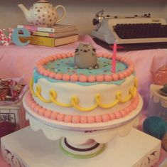 @brickerbocker i LIKE THIS CAKE, BUT WITH A FLAT PUSHEEN DESIGN ON TOP...