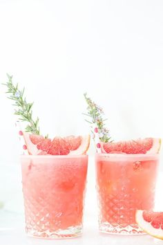 Ready for a kinda weekend? Chase away the blues with this Rosemary Grapefruit GIN & Tonic Cocktail 🍸. QS Grapefruit Gin Liqueur premium tonic (we dig tonic) Garnish with a grapefruit wedge and rosemary sprig. Cocktails Vodka, Easter Cocktails, Refreshing Summer Cocktails, Gin Cocktail Recipes, Spring Cocktails, Summer Drinks, Cocktail Drinks, Cocktail Restaurant, Easter Drink