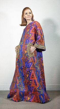 Caftan Gown by Oscar de la Renta, 1963 60s And 70s Fashion, Mod Fashion, Vintage Fashion, Punk Fashion, Lolita Fashion, Vintage Outfits, Retro Outfits, Vintage Vogue, Lauren Hutton