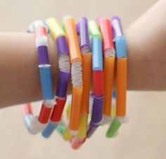 Thrifty Kids' Summer Crafts: Friendship Bracelet How To – Cheap Eats and Thrifty Crafts colorful straw beading bracelet Thrifty Kids Summer Crafts: Friendship Bracelet How To Straw Crafts, Vbs Crafts, Camping Crafts, Preschool Crafts, Bead Crafts, Arts And Crafts, Crafts With Straws, Paper Crafts, Summer Crafts For Kids