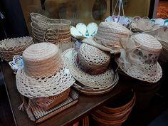 Come pulire e smacchiare i cappelli di paglia per mantenerli come nuovi a lungo