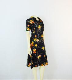 Vintage Dress 60s 70s Mad Men Day Dress Black Floral Print Short Sleeves Spring… Day Dresses, Summer Dresses, Men's Day, Plus Size Vintage, Color Shades, Mad Men, Vintage Men, Dress Black, Vintage Dresses