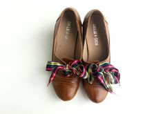Fashion & beauty: A Stylish Knot: 15 Creative Shoe Lace Designs Shoelace Bracelet, Creative Shoes, School Wear, Diy Ribbon, Lace Design, Beautiful Shoes, Grosgrain, Me Too Shoes, Fashion Beauty