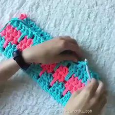 Sia Scarf Free Crochet Pattern - Life and Yarn Crochet Stitches Patterns, Crochet Designs, Knitting Patterns, Diy Crafts Crochet, Crochet Projects, Crochet Baby, Free Crochet, Crochet Afghans, Crochet Videos