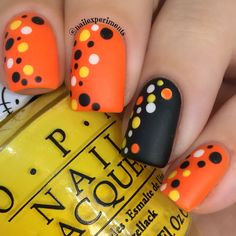 How cute are these Halloween polka dot candy corn nails? This Halloween nail ar… How cute are these Halloween polka dot candy corn nails? This Halloween nail art look was super EASY to achieve and am loving the simplicity of it! Holloween Nails, Cute Halloween Nails, Halloween Nail Designs, Halloween Candy, Halloween Ideas, Dot Nail Art, Polka Dot Nails, Fall Nail Art, Candy Corn Nails
