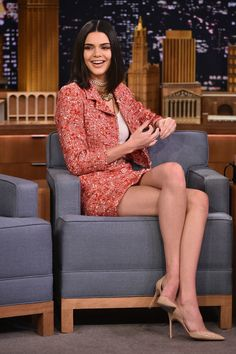 She looked '90s hot while appearing on Jimmy Fallon. I loved it. Kendall Jenner Legs, Kendall Jenner Piercings, Kendall Jenner Outfits, Kendall Jenner House, Kendall Jenner Makeup, Kendall And Kylie Jenner, Jenners, Jimmy Fallon, Kourtney Kardashian