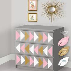 Triângulo projeto decalques para caber toda a Ikea Malm Dresser - Ikea Hack - Geometric Makeover Dresser