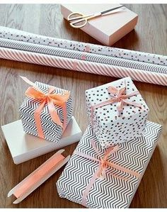 Gift Wrapping Ideas: patterned black and white gift wrap with blush pink or peach ribbon pretty Wrapping Ideas, Creative Gift Wrapping, Present Wrapping, Gift Wrapping Paper, Christmas Gift Wrapping, Creative Gifts, Christmas Presents, Wrapping Papers, Pretty Packaging