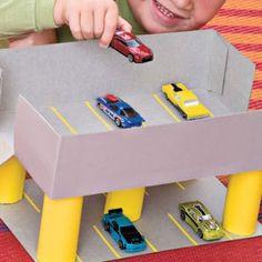Una forma de enseñar a nuestros niños a reciclar es jugando, así poco a poco le vas inculcando ese buen hábito.   Si en tu casa tienes cajas...