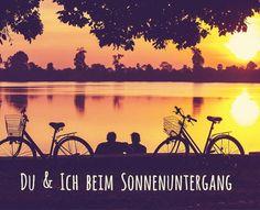 Mit den Rädern treffen und den Sonnenuntergang beobachten..