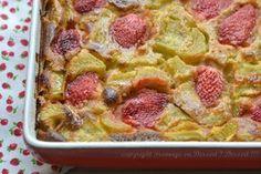 Clafoutis rhubarbe et fraises, à IG très bas...------------  2 cuillers à soupe de purée d'amande complète 4 oeufs entiers 6 cuillers à soupe de fructose  5 cuillers à soupe de farine d'orge mondé 30 cl de lait (1/2 écrémé ou végétal : amande, soja) 400 g de rhubarbe fraîche  10 fraises   Pour graisser le moule : un peu d'huile d'olive un peu de farine d'orge mondé  après cuisson, à saupoudrer :  1/2 gousse de vanille  2 cuillers à café de fructose