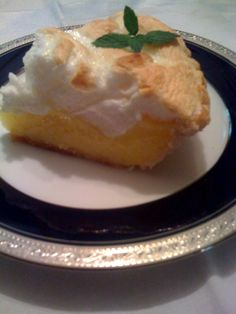 Sweet Tea and Cornbread: Old Fashioned Lemon Meringue Pie! Mother used to make me a Lemon Meringue Pie for my birthday. I may have to make myself one this year. Lemon Desserts, Just Desserts, Delicious Desserts, Dessert Recipes, Yummy Food, Jello Desserts, Dessert Ideas, Tasty, Lemon Icebox Pie