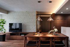 ダイニングテーブルは部屋の中心となる家具です。面積が大きいので、存在感があり、部屋の印象を左右します。できるだけ空間は広く使いたいものですよね。今回はダイニン…