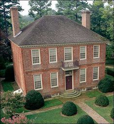 Georgian styled Lightfoot House, Williamsburg, Virginia, Subject of Colonial Era Ghost Legends. Williamsburg Virginia, Colonial Williamsburg, Georgian Architecture, Classical Architecture, Colonial America, Georgian Homes, Second Empire, Le Far West, Victorian Houses