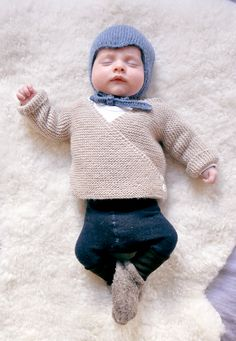 Ulma Baby Cardigan Free Knitting Pattern by Mme Ulma. To fit newborns (width & height: Boys Knitting Patterns Free, Baby Cardigan Knitting Pattern Free, Baby Sweater Patterns, Knitted Baby Cardigan, Knit Baby Sweaters, Knitting For Kids, Baby Patterns, Free Knitting, Knit Patterns