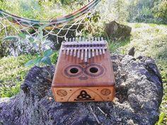 Kalimba Ancestral - 12 notas - Electroacústica Desenhos em pirógrafo
