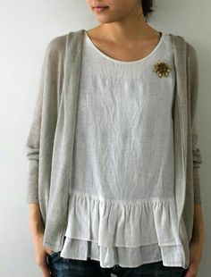 the third loose waist linen blouse today. I need loose around the waist, but I don't like voluminous clothes. Mode Style, Style Me, Mode Outfits, Fashion Outfits, Vetements Clothing, Inspiration Mode, Linen Dresses, Sewing Clothes, Dress Sewing