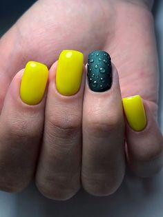 Looking for easy nail art ideas for short nails? Look no further here are are quick and easy nail art ideas for short nails. Cute Spring Nails, Spring Nail Art, Nail Designs Spring, Cool Nail Designs, Chic Nail Art, Chic Nails, Easy Nail Art, Fun Nails, Two Color Nails