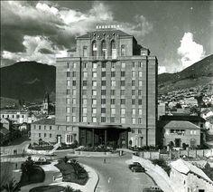 Medellín 1948 Times Square, Louvre, Building, Travel, Ancestry, Medellin Colombia, Antique Photos, Castles, Museums
