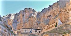 Monasterio de Jaraba  (Zaragoza) Monasterio de Jaraba. Este santuario está incrustado en el Barranco de la Hoz Seca, a 100 m de altitud, sobre el cauce del río Mesa, cerca de Calatayud.