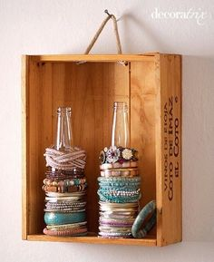 Upcycle your glass bottles & turn them into bracelet holders (Diy Storage Hacks) Bracelet Holders, Diy Jewelry Holder, Jewelry Stand, Diy Bracelet, Jewelry Box, Fine Jewelry, Diy Necklace, Jewelry Tree, Jewelry Armoire
