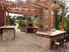 pergola & outdoor kitchen