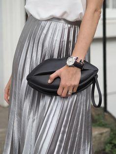 metallic-pleated-midi-skirt-lips-bag-unode50-bracelet More
