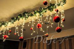 Gingerbread Christmas Decor, Diy Christmas Decorations Easy, Christmas Swags, Easy Christmas Crafts, Diy Christmas Ornaments, Simple Christmas, Christmas Themes, Christmas Lights, Christmas Holidays