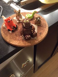Gruffalo & c. to decorate the top of Matteo's 5th birthday cake. All handmade using commercial fondant