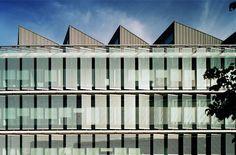 Dynamic shading facade