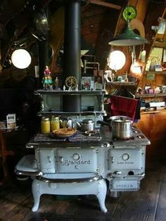 Everything centers around the stove. warmth, mitten drying, preparing food, and definitely relaxing. We already have the vintage Paul Revere cookware, now just need the stove! Old Kitchen, Country Kitchen, Vintage Kitchen, Kitchen Dining, Antique Wood Stove, How To Antique Wood, Old Wood, Antique Kitchen Stoves, Old Stove