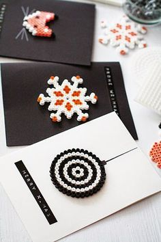 Really great craft idea for christmas cards /// Weihnachtsbasteln: Grußkarten a… Really great craft idea for christmas cards /// Christmas crafts: greeting cards made from Hama beads Hama Beads Christmas, Christmas Crafts, Halloween Crafts, Fuse Beads, Perler Beads, Pixel Beads, Xmas Cards, Diy Cards, Greeting Cards