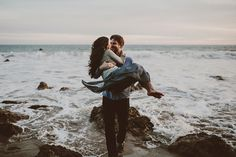 32 Breathtaking Beach Engagement Photos for Sea Lovers! Beach Engagement Photos, Engagement Couple, Engagement Shoots, Country Engagement, Winter Engagement, Couple Photography, Engagement Photography, Wedding Photography, Photography Ideas