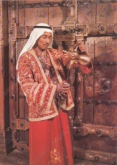 KUWAIT / Serving Arabic Coffee Traditional Costume Ethnic Folk Folklore / old pc