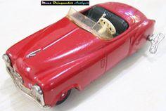 Meus Brinquedos Antigos (My Old Toys): 1950s O carro Examico II é um produto lançado nos anos 1950 pela empresa Schuco, da Alemanha Ocidental. É movido à corda e feito de lata.O design do Examico II é bem arrojado