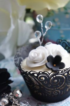 Beautiful Wedding cupcakes by petkovic2003 at cakesdecor.com. Love the simple elegance (and the paisley-swirl wrappers!)