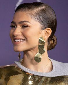 Celebrity Crush, Celebrity Style, Pretty Asian Girl, Fashion Looks, Zendaya Coleman, Female Actresses, Vogue, Pearl Earrings, Hoop Earrings