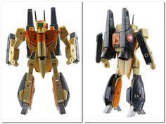 Robotech Series: Trainer VF-1D VT-102 1/100 Scale figure.