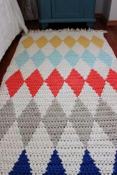 Updated 11.10.2015 This pattern is now available in English in my Ravelry store .   Perinteisesti olen tainnut kesäisin esitellä uuden ...
