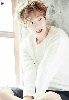 In the August pictorial for netizens discuss EXO& Baekhyun& latest look. Kaisoo, Chanyeol Baekhyun, Chanbaek, Park Chanyeol, Baekhyun Facts, K Pop, Exo Bts, Kpop Exo, Kris Wu