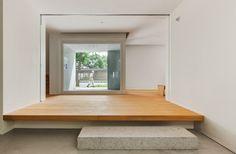 현대식한옥과 묘하게 어울리는 현대건축물이 있다.김정규 건축가외 3명이 설계와 디자인을 진행하였다. 경...