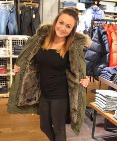 Beißt nicht, will nur kuscheln – Fake Fur ist voll im Trend und wahnsinnig attraktiv! #lifestyle #fakefur #magmag #wintertime #trend #style #alleecentermagdeburg #fashion #blog #winter #tommyhilfiger