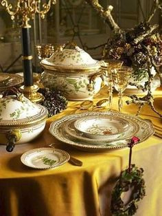 The rich gold yellow tablecloth highlights these gold-edged dishes in a stunning way, more than a plain white tablecloth could