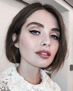 Beautiful eyeliner natural lip look