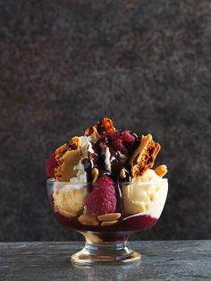 Mr Hong's Famous Lotus Ice Cream Sundae with Raspberries & Honeycomb recipe. It's one of the famous chef's favourite desserts. Ice Cream Desserts, Frozen Desserts, Ice Cream Recipes, Frozen Treats, Ice Cream Sundaes, Delicious Desserts, Dessert Recipes, Yummy Food, Chocolate Sundae