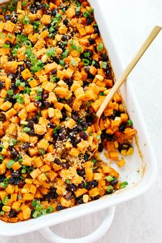 This Sweet Potato & Black Bean Quinoa Bake is healthy and delicious with all your favorite Mexican flavors easily baked together in a single casserole dish! #glutenfree #dairyfree #vegan #mealprep
