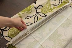 Great tutorial on making no sew Roman shades out of blinds.