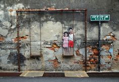 86 fotos que mostram o melhor do Street Art Utopia 2013 Street Art Utopia, Banksy, George Town Penang, Wall Murals, Wall Art, Urbane Kunst, Normal Wallpaper, Best Street Art, Custom Wallpaper