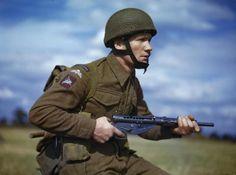 British paratrooper with a Sten gun in training in Britain, circa late 1942